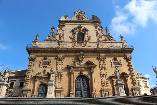 modica_the-cathedral-of-san-pietro-3059162_640